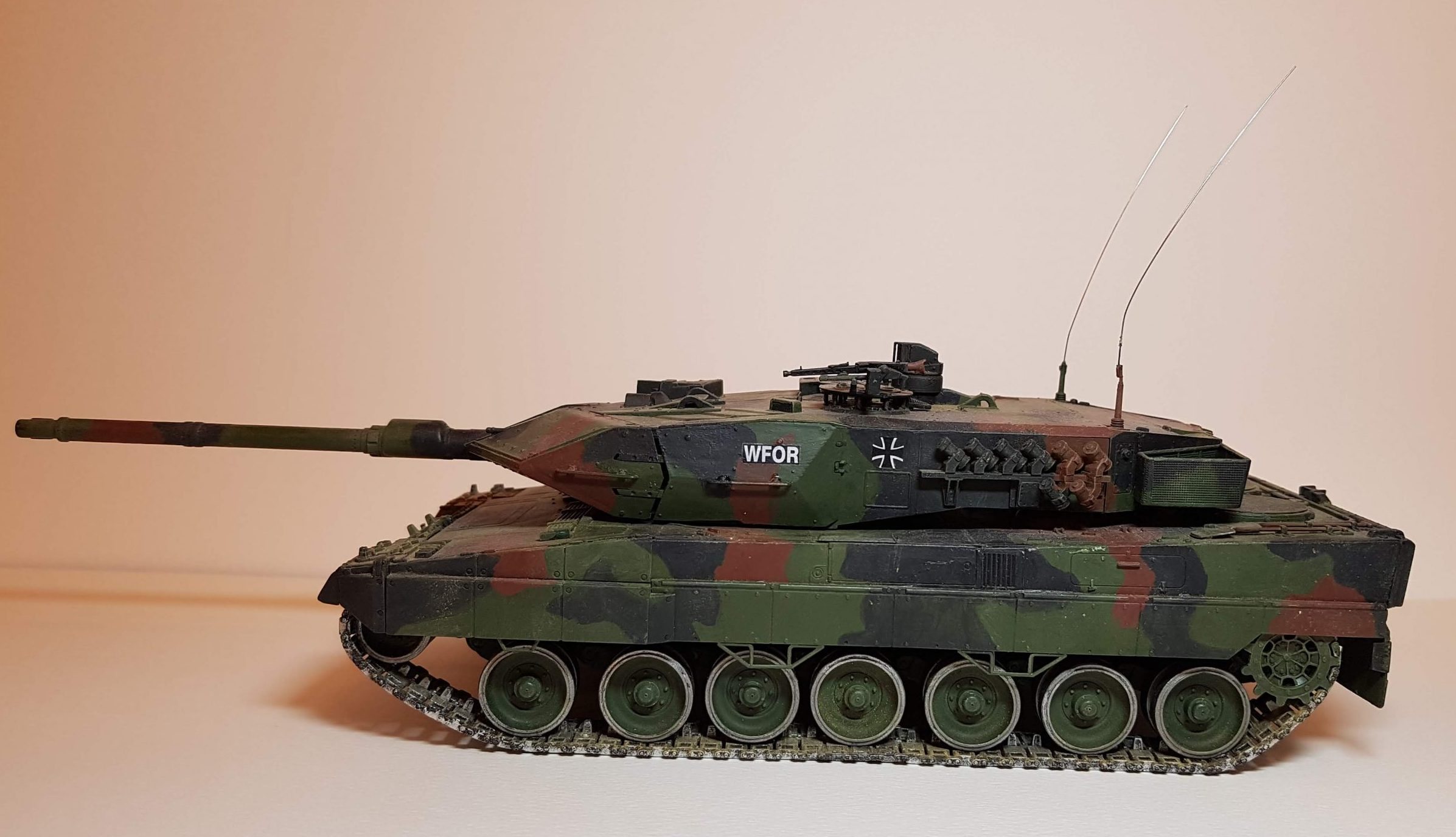 Model of Leopard 2A6M - Side View - 1/35 Scale - Revell Models