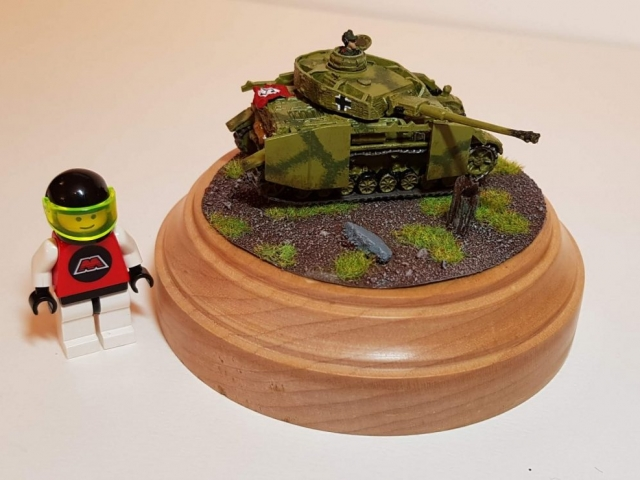 Model of Panzer 4 (WW2) - Scale View (With LEGO Minifigure) - 1/100 Scale (15mm) - Built By Wright Built - Battlefront Models (Flames of War)