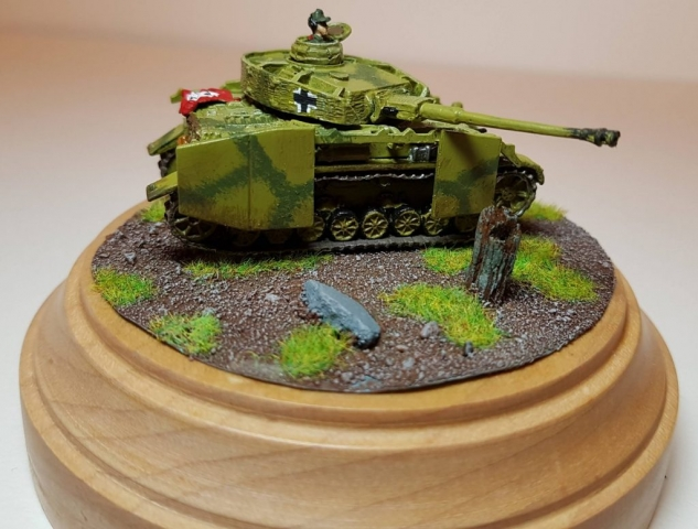 Model of Panzer 4 (WW2) - Angle View 2 - 1/100 Scale (15mm) - Built By Wright Built - Battlefront Models (Flames of War)