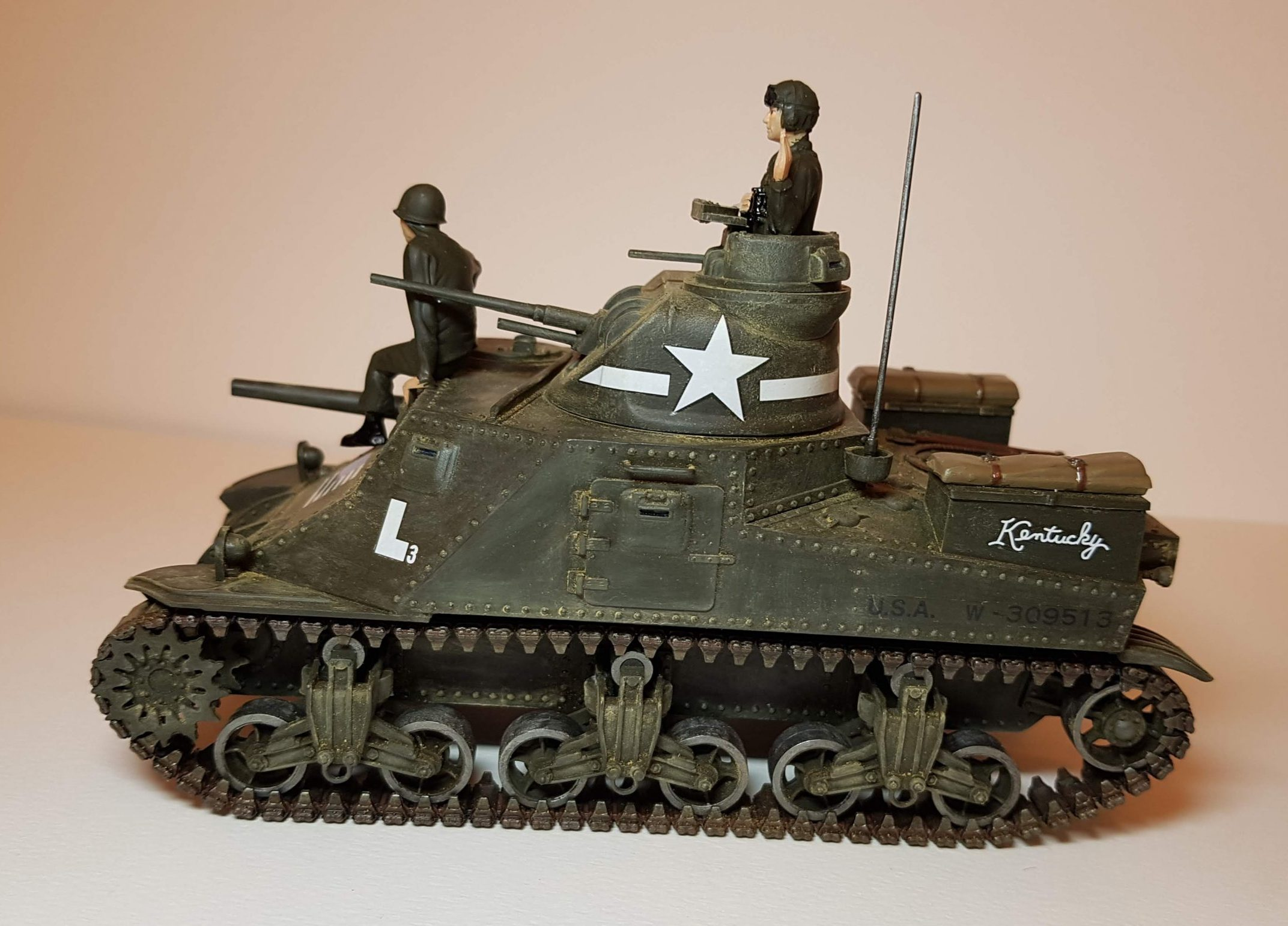 Model of M3 Lee (WW2) - Side View - 1/35 Scale - Built By Wright Built - Revell Models