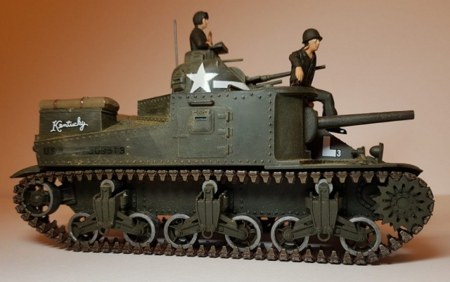 Model of M3 Lee (WW2) - Side View 2 - 1/35 Scale - Built By Wright Built - Revell Models